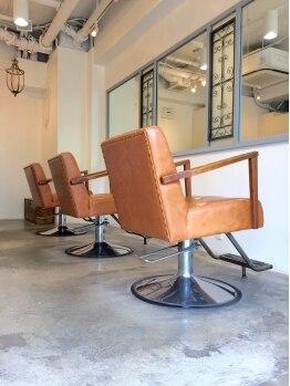 ヘアーメイク セラヴィ(Hair Make C'EST LA VIE)の写真/【十三】初めての方でも通いやすい少人数制サロン☆3席のみのプライベート空間だからじっくり相談できる♪