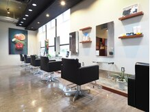 BIGOUDI salon こだわりの店内空間。