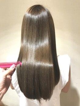 """ルフュージュデリコ(Refuge delico)の写真/""""素髪美人""""にこだわった髪質改善。厳選トリートメントの中から、さらにあなたにベストを選ぶ本格派。"""