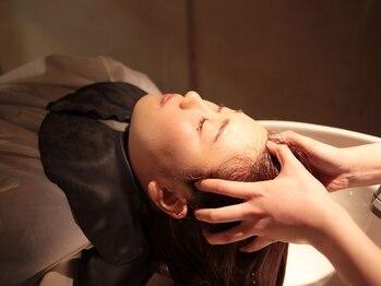 ヘアースペース トム(Hair Space TOM)の写真/本当に寝てしまうぐらいリラックスできるヘッドスパ専用の最新スパ台を新たに導入!!是非お試しください★