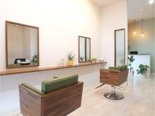 ヘアルーム サイ(hair room SAI)の雰囲気(白と緑を基調とした落ち着いたリラックス空間♪)