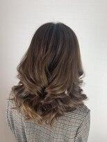 ブランエノワール(Blanc et Noir)きっちり巻き髪スタイル
