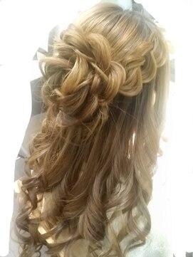結婚式髪型ハーフアップ お花ハーフアップ