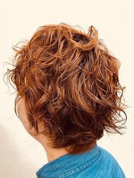 アクア ヘアー(AQUA HAIR)の写真/≪カラーをしている髪、メンズにもおすすめ≫システインパーマで、お出かけ前もスタイリングが楽に決まる♪