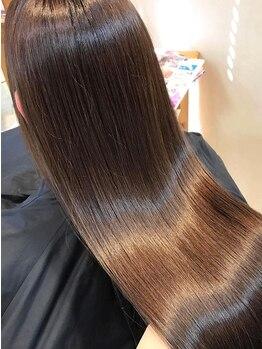 """フォルテ 城北店の写真/お客様の90%がオーダーする大人気ケア!自社開発""""修復&艶プラチナトリートメント""""で生まれたての美髪に♪"""