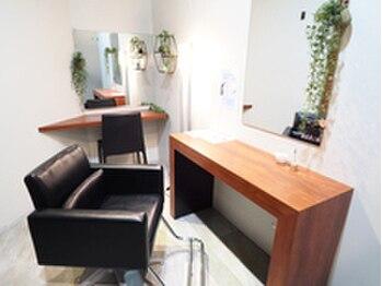 ビグディーサロン(BIGOUDI salon mukonosou)の写真/癒しの個室でリラックス♪落ち着いた雰囲気の空間で、気さくなスタッフがあなたのなりたいスタイルを実現◎