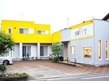 美容室 スウィート(SWeeT)の雰囲気(黄色い外壁が目印です♪)