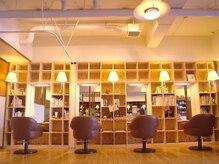フーコー 門司店(fuhcoh)の雰囲気(木の温もり感じる落ち着いた店内。空間美も魅力♪門司店)