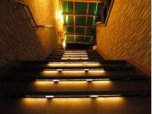 アールヌーベルヴァーグ(ar nouvelle vaugue)の雰囲気(階段をあがり、2階のサロンへ♪)