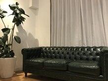 メンズ ハビット(Men s habitt)の雰囲気(座り心地の良い待合のソファーをご利用下さい。)