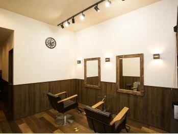 ヘアーデザイン イロリ(Hair Design irori)の写真/温もり溢れる店内で上質なくつろぎを…☆細かな気遣い、サービスが嬉しい心地よいサロン。