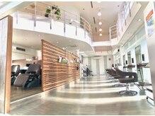 ジュエン(JOUeN)の雰囲気(リゾートを思わせる様な、天井が高く広々とした心地よい空間。)