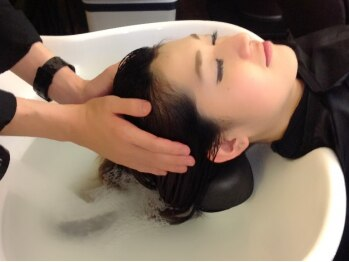 アールグランデ 東静岡店(R GRANDE)の写真/頑張った自分に月に一度のご褒美を♪頭皮と髪の贅沢ケア☆疲れや紫外線ダメージをすっきりリセット!