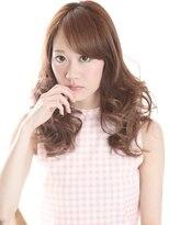 フェミニン度の高い巻き髪がモテ推し女子から人気【平塚】