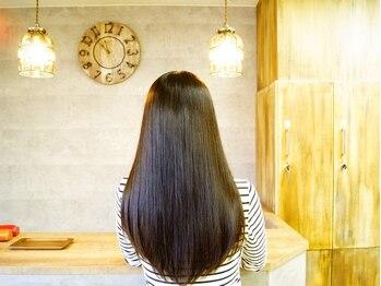 """ナチュラルリーフ 仙台駅前店(Natural leaf)の写真/SNSで話題の魔法の縮毛矯正""""ケアルーガ""""。誰もが憧れるような驚くほどの艶髪へと導きます!"""