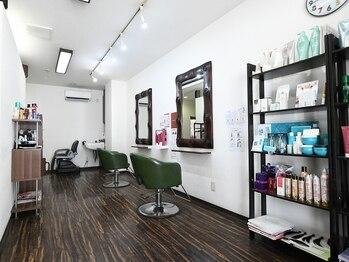 ヘルシーヘアーアゲイン(healthy hair AGAIN)の写真/スタイリスト1名に2席のみ/おひとりずつ施術を行うので、気兼ねなくお過ごしいただけます♪