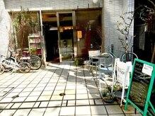 ヒュッゲ ティシーエス 元住吉店(hygge-t.c.s)の雰囲気(元住吉駅から徒歩1分☆通りに面したサロンです♪)