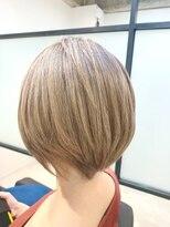 ブロンドショートヘア
