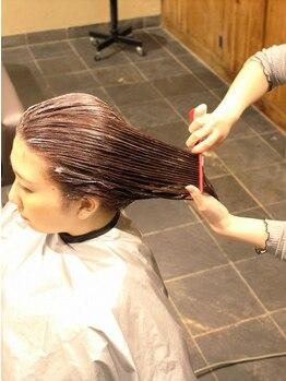 ティップスネクスト(tips next)の写真/ヒアリング&カウンセリングを徹底し、最適な施術と薬剤で髪の様々なお悩みを解決!施術後の手触りに感動♪