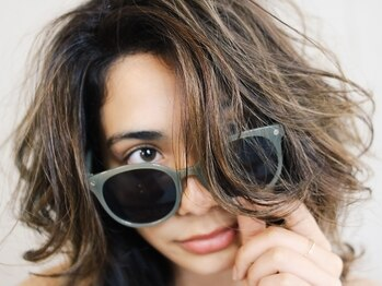 ワンコア (ONE CORE)の写真/《髪質改善×デザイン》ダメージを抑えながら、光に透ける透明感とツヤが叶う。髪質も色味も柔らかく。
