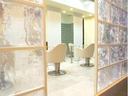 ラグジュアリーサロン グリッター(Luxury salon glitter)の写真