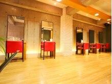 ラ カスタ ヘアスタイリスト クラブ(La CASTA hair stylist club)の雰囲気(1階と2階に施術スペースがあります♪広々空間です☆)