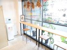 ミルコ バイ クラク(MIRUCO by KURAKU)の雰囲気(明るい日差しが差し込むお洒落なカフェのような店内♪)