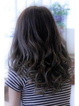 アッシュ アーティスティック スタジオ オブ ヘア(Ash artistic studio of hair)AShスタイル