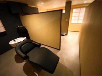 ゼン(Zen.)の写真/健やかな頭皮と美髪に導くこだわりのヘッドスパをご用意。個室空間でフルフラットのシャンプー台は格別。