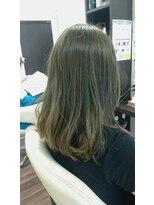ヴィオレッタ ヘアアンドスペース(VIOLETTA hair&space)グレージュの自然なインナーカラー