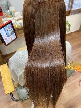 ニコラ(NICOLA)の写真/トリートメント剤を使用した最新のシルキー縮毛矯正!カラーと同時施術も可能です!