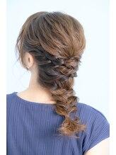 ヘアーアンドメイクアマレット(Hair&Make amaretto)ミディアム編みおろし