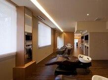 美容室シオン 文化の森ヒルズ店(sion)の雰囲気(静かでリラクゼーションに最適のフルフラットシャンプー台を完備)