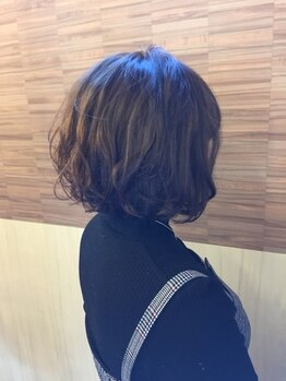 ヘアーデザインフロイデ(HAIR DESIGN freude)の写真/お客様の髪質やスタイルに合わせウェット・ドライカットを使い分け!再現性とモチの良さは最適な技術から★