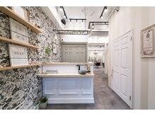 オーブ ヘアー レーヴ 自由が丘店(AUBE HAIR reve)の雰囲気(開放感のある明るい店内で、くつろぎの時間をお過ごしください。)