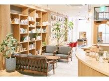 ルエ(rue)の雰囲気(おしゃれな『Book&Cafe』スタイルの空間☆スタイリスト募集中☆)