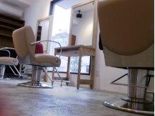 クラップ ヘアデザイン(CLAP Hair Design)の雰囲気(白を基調とした清潔な店内です)