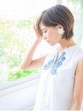 コム(com by neolive)耳かけ美シルエットボブ