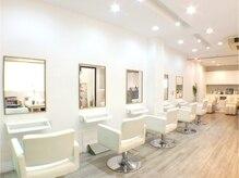 ヘアーケー(hair K)の雰囲気(白で統一され、明るく、上質な空間です。音楽、空間の香りも◎)