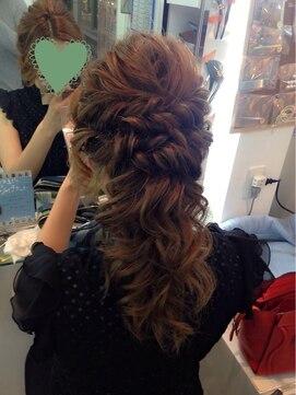 結婚式の髪型 ハーフアップ ウェーブアレンジハーフアップ