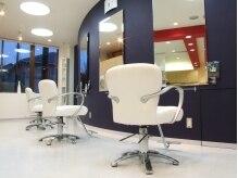 イング ヘアーデザイン(ING HAIR DESIGN)の雰囲気(白を基調とした清潔感のあるさわやかな店内です。)