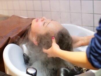 ヘアー ドゥーシーボー(HAIR 2CV)の写真/<Cut+アロマヘッドSPA 30分¥7560>フルフラットシャンプー台で髪もココロも整える極上のリラクゼーションSPA