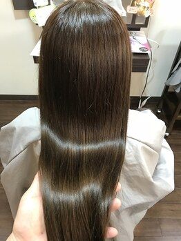 ヘアケアサロン シェーン(hair care salon Schon)の写真/【JR尼崎】女性らしい憧れのストレートは自然なツヤと柔らかな質感が決め手☆毛先カールなどアレンジも◎
