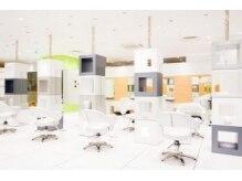 クレージュ サロン ボーテ ミーナ津田沼店の雰囲気(白を基調とした店内は、広々&リラックスできる空間です☆)