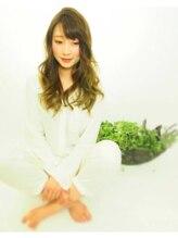ヘアセラピー サラ(hair therapy Sara)【サラ】サバンナアッシュ×ゆるふわ鉄板セミロング