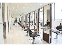 ソラネル(SOLENNEL)の雰囲気(クールで清潔感のある、白を基調としたモダンテイストな空間。)