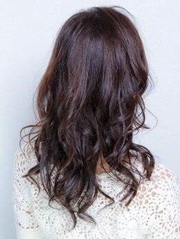 ニコ ヘアデザインの写真/髪に優しく自然に染まるN.カラーで、色持ちの良い艶のある髪色へ♪白髪もカバーし、柔らかさを保ちます◎