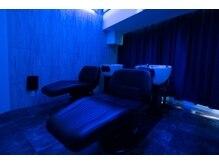 ボニータフレグランス 上野御徒町店(BONITA×fragrance)の雰囲気(上野で1番暗い眠れるシャンプールーム♪青の洞窟がイメージ)