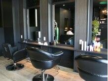 アナザー ヘアデザイン(A'nother Hair Design)の雰囲気(黒基調のクールな雰囲気の店内です。)