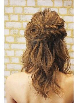結婚式髪型 ミディアムハーフアップ お花のアレンジ★ハーフアップ